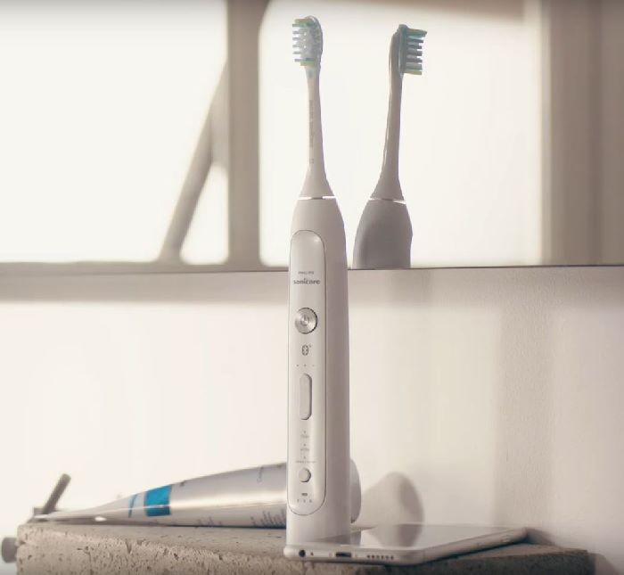Philips Sonicare FlexCare Platinum Connected with sanitizer