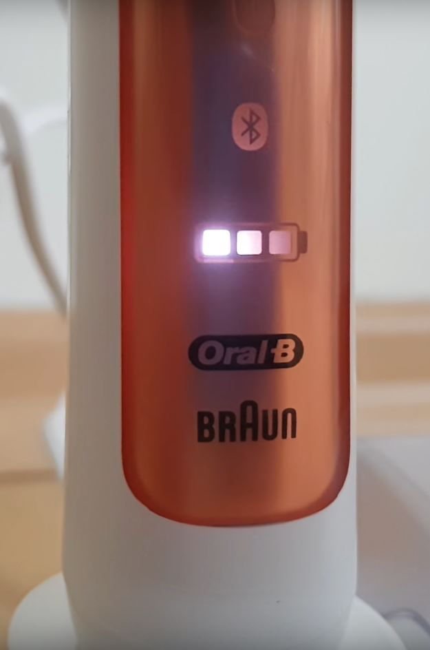 oral b genius 9000 charging lights